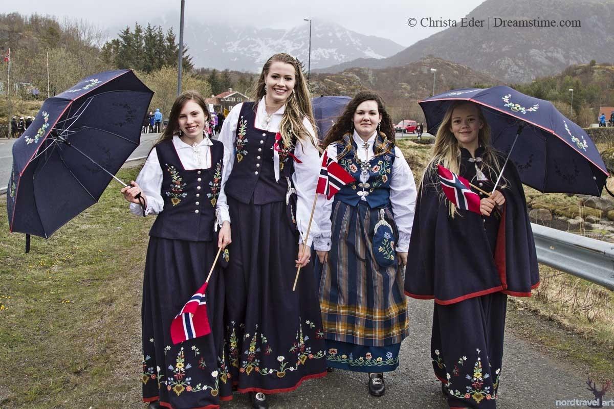 Бюнад. Национальный костюм Норвегии. Норвежские женщины в национальных платьях.